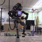 Гуглівські роботи-гуманоїди навчились ходити по нерівних поверхнях