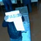Перед камерами відеоспостереження на одній з дільниць влаштували перформанс