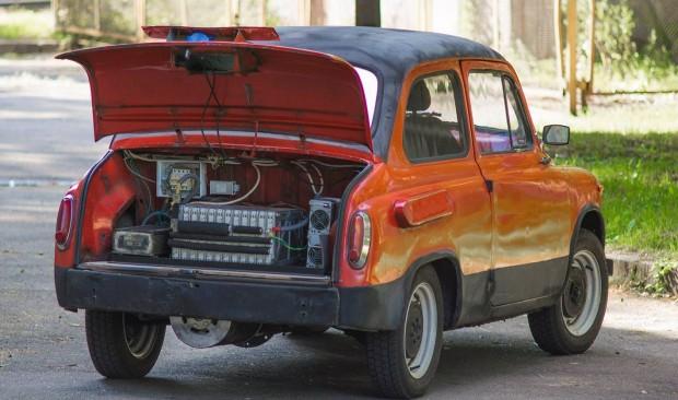 Студент київської політехніки зібрав електромобіль зі старого «Запорожця» та акумуляторів Nissan Leaf