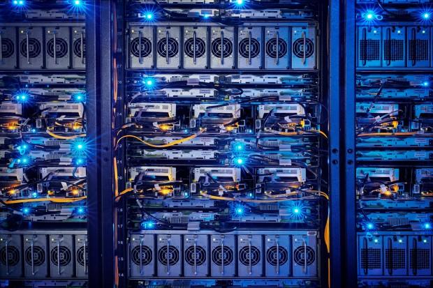 Цукерберг показав дата центр Facebook розміром у шість футбольних майданчиків