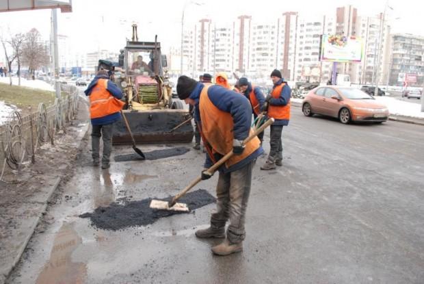 На сайті remcontrol.com.ua можна поскаржитись на дорогу в Києві і контролювати її ремонт