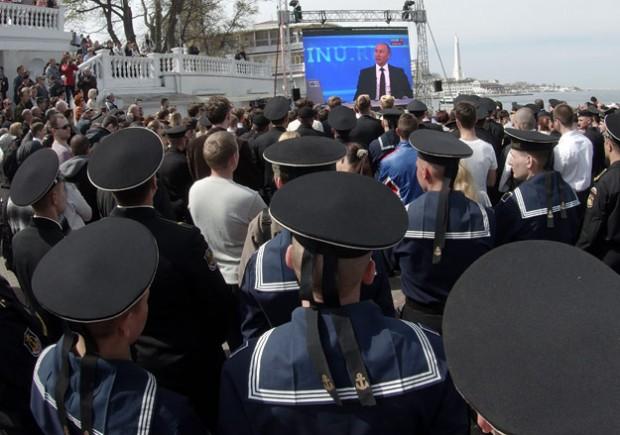 Подяка за інформаційну війну: Путін нагородив 300 журналістів прокремлівських ЗМІ