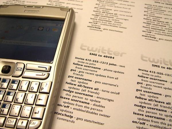 Life:) запустив для українців Twitter через SMS