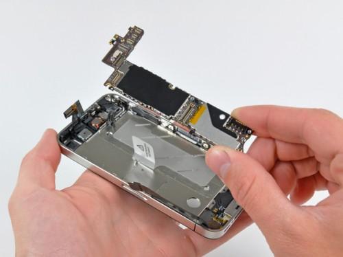 iPhone 4 розібрали на шматки (фото)