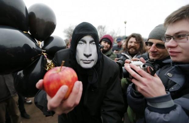 Порошенко підтримав антиросійську акцію поляків у соцмережах, але потім трохи передумав