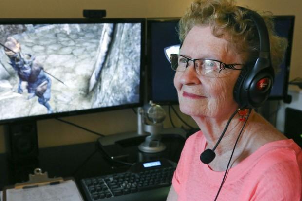 80 річна бабуся геймер випустила 300 й ролик про те, як вона грає у Skyrim
