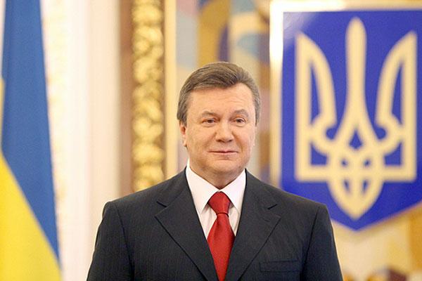 Янукович хоче освоїти Facebook i Twitter