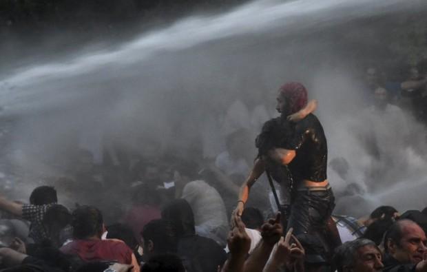 Вірменський Майдан. Пряма трансляція, фото та реакція соцмереж #ElectricYerevan