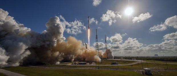 SpaceX опублікувала відео посадки ракети носія на платформу в океані