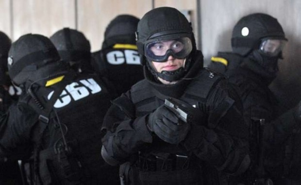 Половина київської Оболоні залишилась без інтернету. СБУ знову вилучала сервери