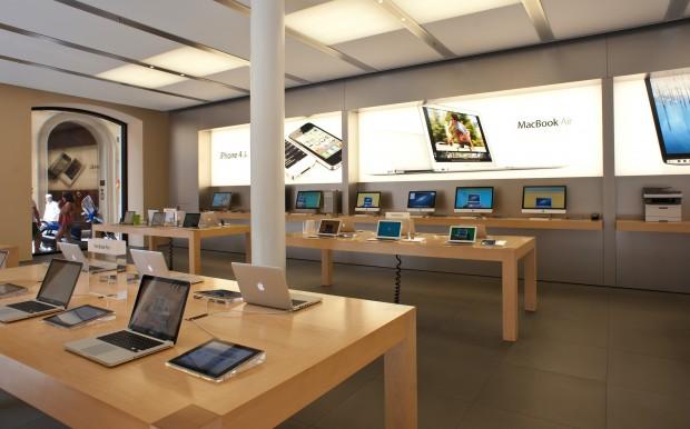 Вперше за останні 15 років річна виручка Apple скоротилась