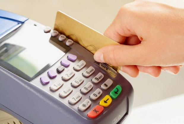 Кількість оплат платіжними картками в Україні зросла на 28%