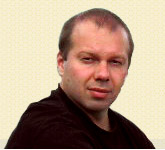 Денис Олєйніков покинув Україну
