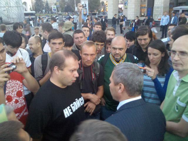 Беркут забрав собі всі футболки «Спасибо жителям Донбасса»