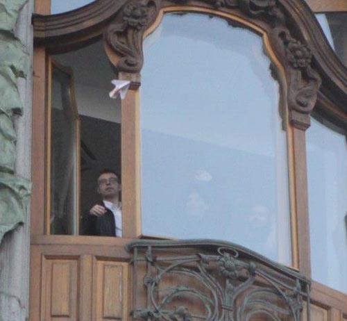 Дуров на вихідних запускав літачки з грошима з офісу ВКонтакте