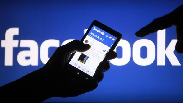 Facebook вривається до ТОП 25 сайтів уанету серед користувачів мобільних пристроїв