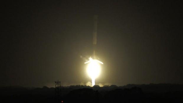 Історична подія освоєння космосу: вперше вдалось здійснити успішну посадку нижньої ступені багаторазової ракети