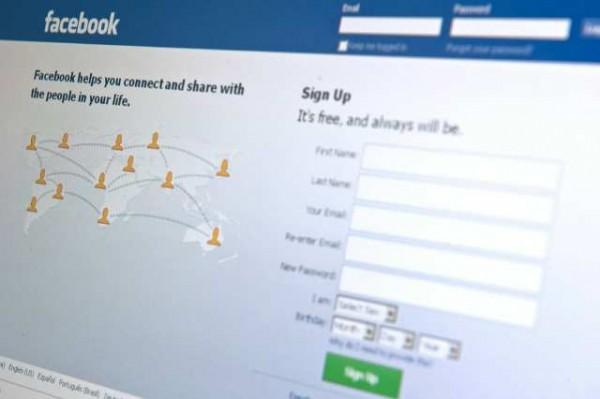 В україномовному інтерфейсі Facebook зникають статуси користувачів