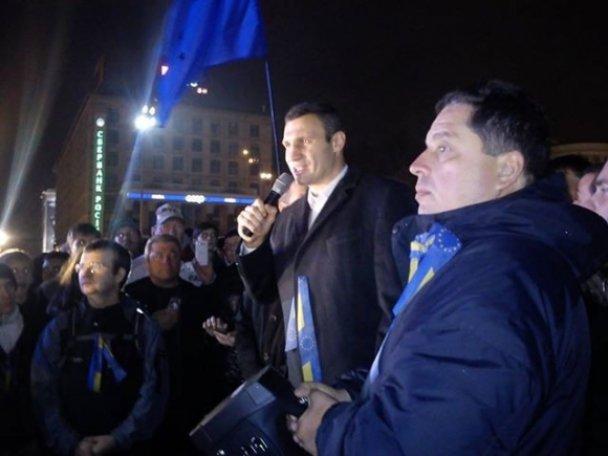 Українці самоорганізувались через соціальні мережі для протесту проти дій влади