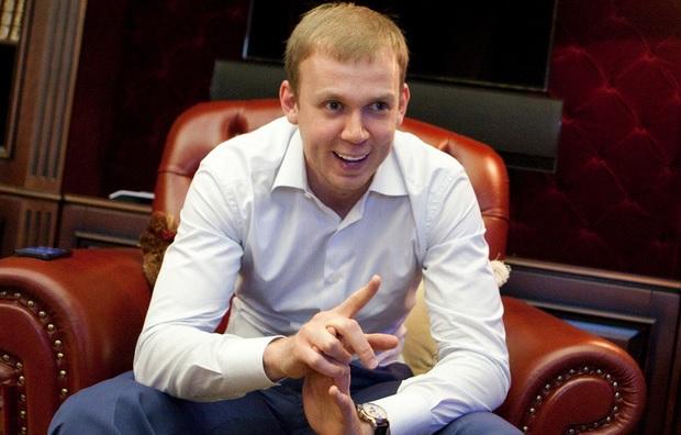 Курченко достроково завершив угоду з UMH, частина провідних журналістів планує йти з видань холдингу