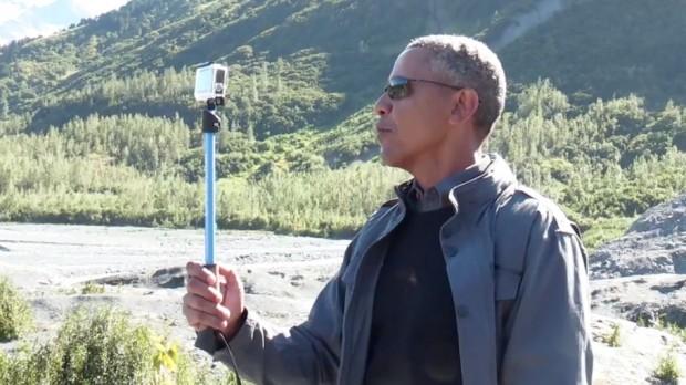 Обама опанував палку для селфі. Його фото та відео викладають на екаунті Білого Дому