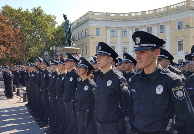 За антидержавні публікації у соцмережах звільнено чотирьох патрульних з Одеси