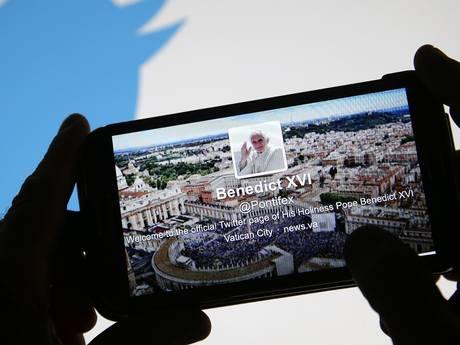 Папа Римський став активним Twitter користувачем