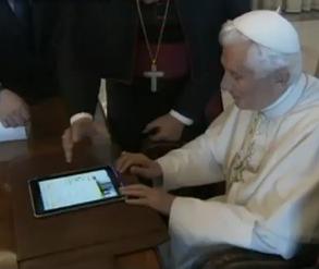 Папа Римський увімкнув святкові гірлянди через Android планшет