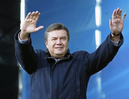 Користувачі Facebook закликали Януковича перепливти Дніпро