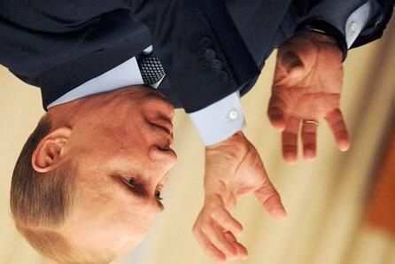 У Твітері масово поширюються фото Путіна догори ногами. #Путін