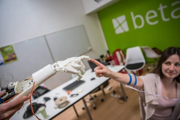 У Львові створили прототип роботизованої руки вартістю менше $300