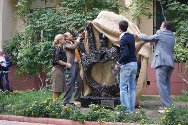 В Одесі відкрили памятник на честь Стіва Джобса