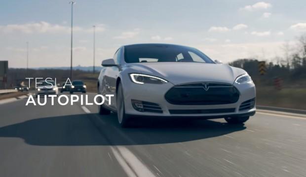Tesla у відео ролику розповіла про комфортність життя з авто, обладнаним автопілотом