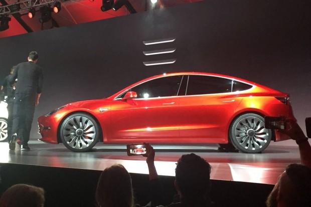 115 тисяч людей замовили новий електрокар Tesla Model 3 ще до того, як побачили його