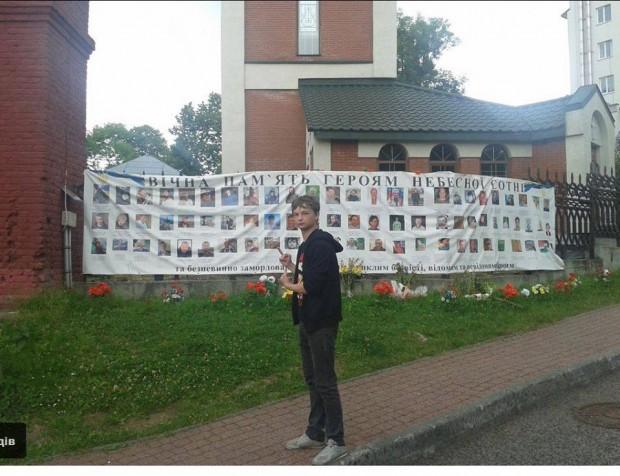 Як малолітні біженці з Луганська глумляться в Трускавці над пам'яттю Героїв Небесної Сотні в соцмережах