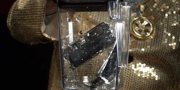 Що буде, якщо в блендер покласти iPhone 5C та 5S